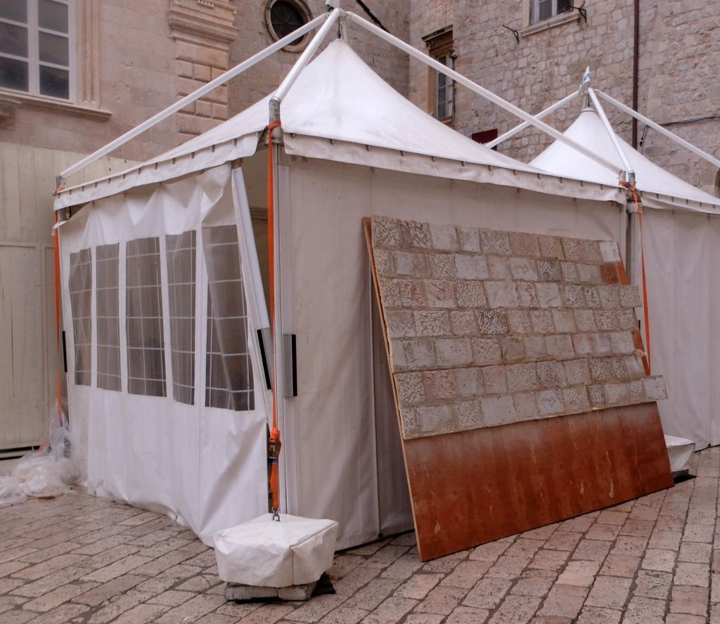 Production tents with parts of the set, photo starwarsdubrovnik.com