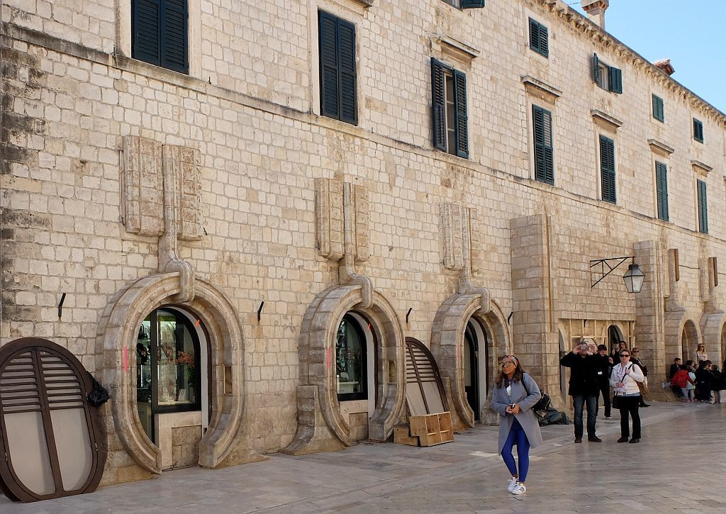 Dubrovnik's Main Street set being taken down