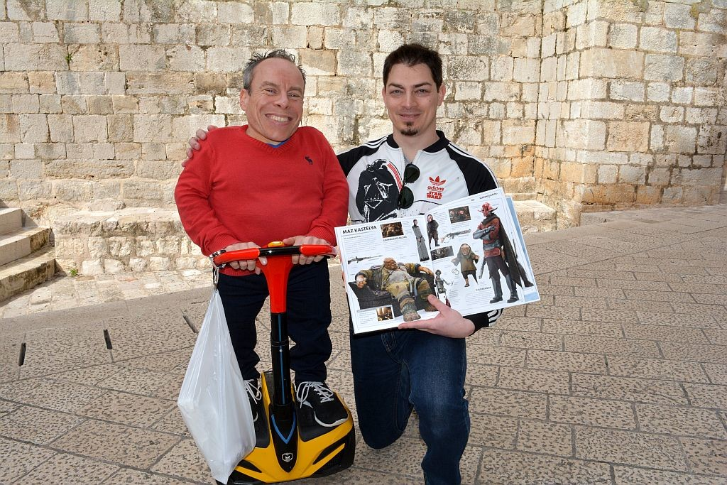 Warwick Davis and Hungarian fan, photo Gábor Könczöl