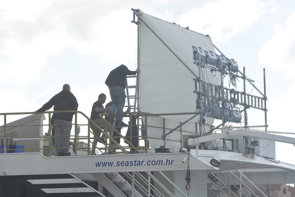 Big screen being fitted on the deck, photo DuList
